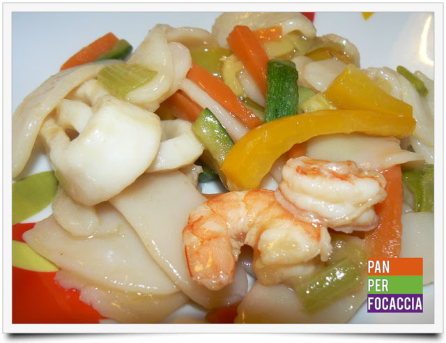 Gnocchi di riso con pesce e verdure
