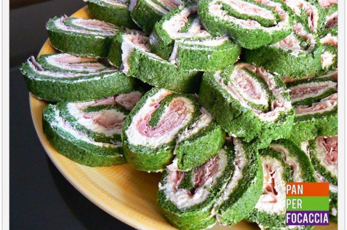 Rotolini di frittata agli spinaci con prosciutto e robiola