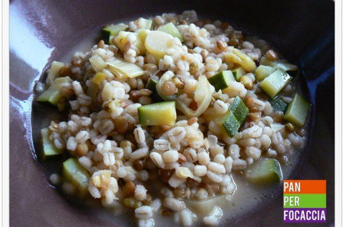 Zuppa d'orzo e zucchine