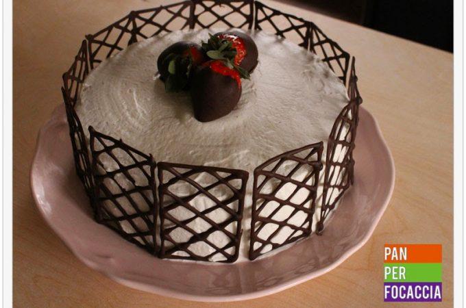 Mud cake con zabaione, panna e fragole