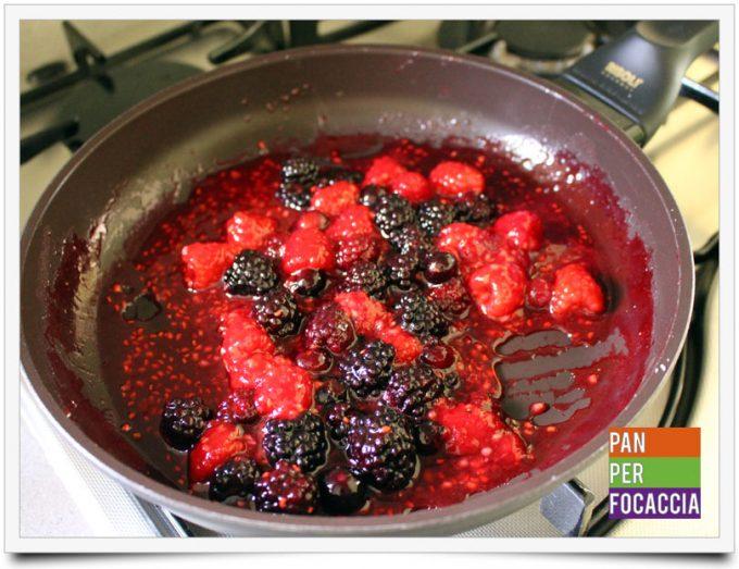 Cheesecake ai frutti di bosco in bicchere 2