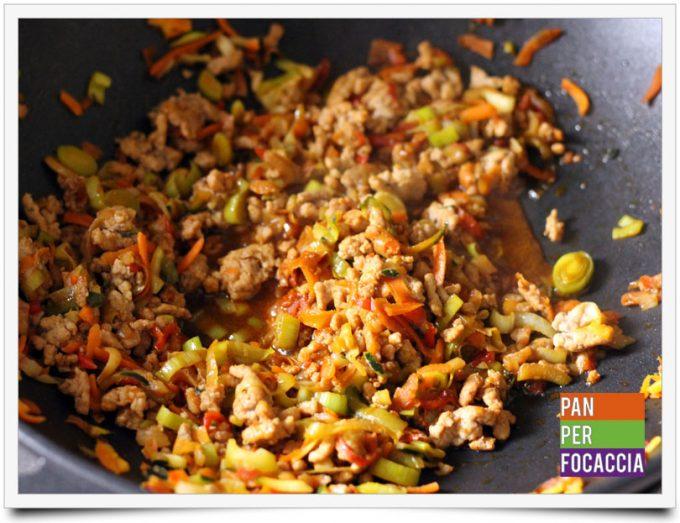 Flour sticks noodles con carne e verdure 4