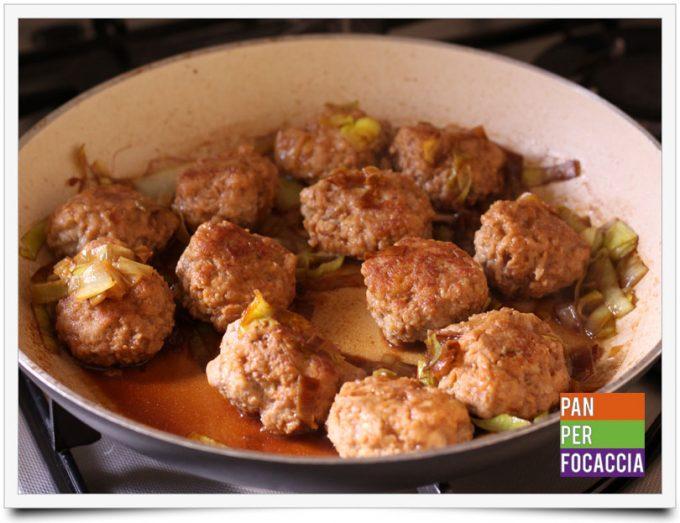 Polpette allo zenzero e salsa di soia con cipolline glassate 8